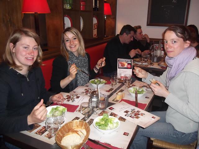 Amandine Tiff et Cécile au repas